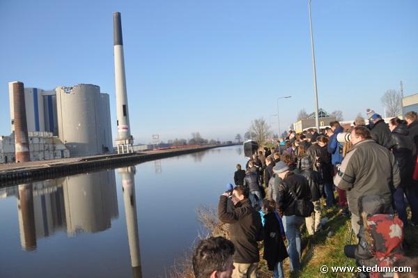 Ontploffing schoorsteen Suiker Unie (d.m.v. springstof). Foto's en Video: W. Zijlema & R. Willems